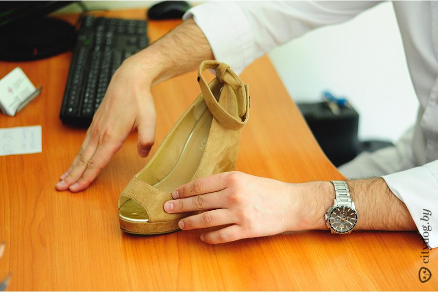 Смотря для каких целей эту обувь использовать. Видно, что девушке, которая  их носит, в них удобно, так как каблук не стоптан и не стерт на одну  сторону. bc93e9d2fab