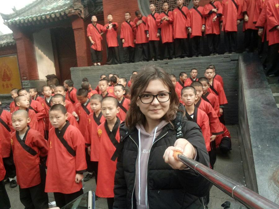 Китайские студенты развлекаются в общаге
