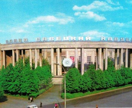 Весь в зелени и красных лозунгах – гид по слоганам на крышах столицы БССР