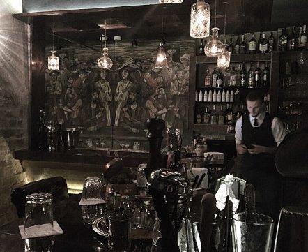 Фотонеделя: как выглядит новый «секретный» бар Embargo на Революционной