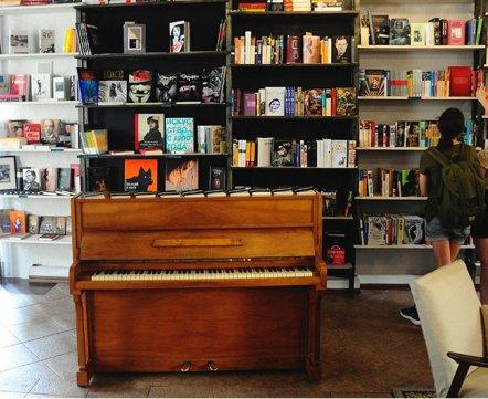 Через дорогу от худмузея открывается кафе-квартира-книжный магазин «Сон Гоголя»