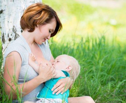 Теперь все ясно: прилично ли кормить ребенка грудью в публичном месте