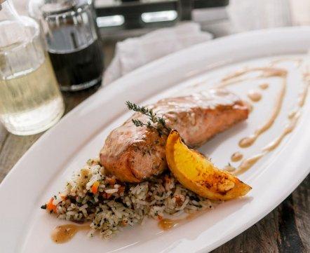 Ресторанная хроника: фастфуд с картошкой, арабская шаурма, ресторан в честь художника и Michelin-ужин