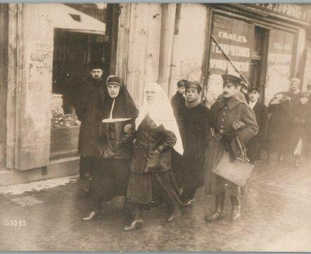 «Русские сестры» и «городская суета» – смотрите, что фотографировали немцы в Минске сто лет назад