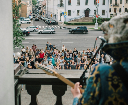 «Кассиопея» дала концерт для прохожих на балконе в самом центре Минска