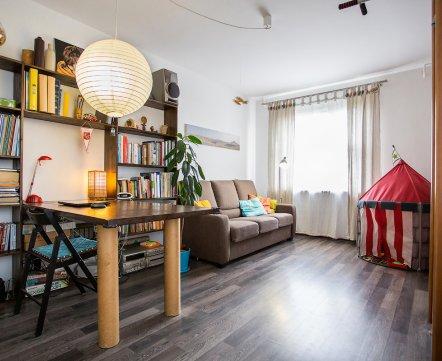 Уютная однокомнатная квартира, где есть целая коллекция вещей, посвященных легендарному «бусу хиппи»