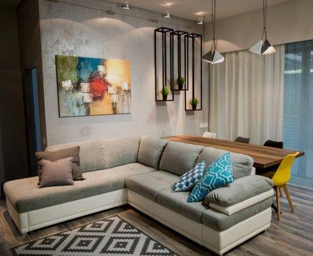 Квартиросъемка: дом с сауной, сотами вместо зеркала и парящей кухней