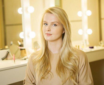 Косметичка: визажист о макияже для блондинок, выборе тонального и автозагаре