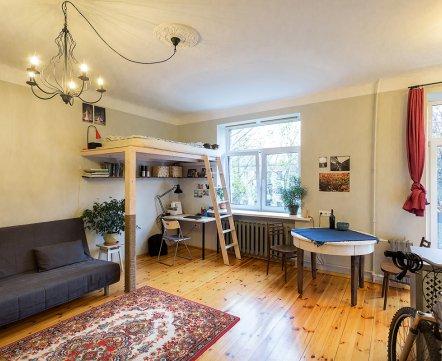 Квартиросъемка: 30-метровая квартира-студия на «Розочке» с завтраками на свежем воздухе