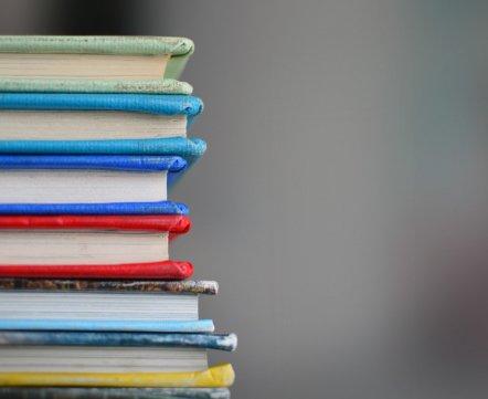 Почитать на выходных. Кому и за что вручили главные литературные премии в 2017 году
