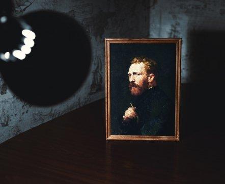 «Сочетать искусство и тусовки – очень крутая идея». Минчанин сделал мультимедийную выставку «Импрессионизм.Live», где бесплатно раздают кофе и пледы
