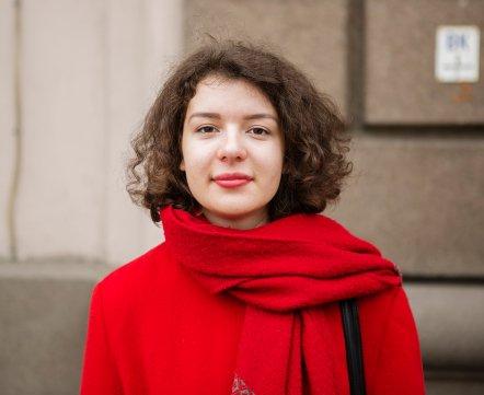Уличная мода: блогерка, которая жить не может без сережек, и йог, вводящий людей в транс