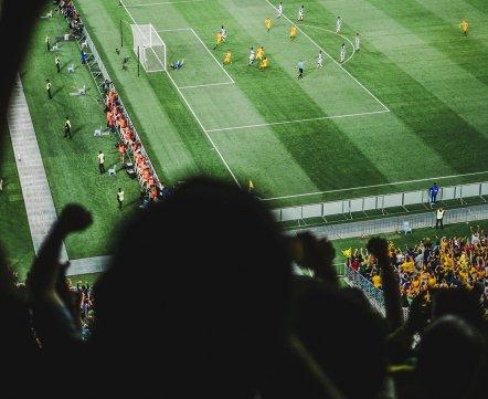 ЧМ по футболу: Робби Уильямс показал средний палец прямо во время выступления на открытии (его заподозрили в русофобии)
