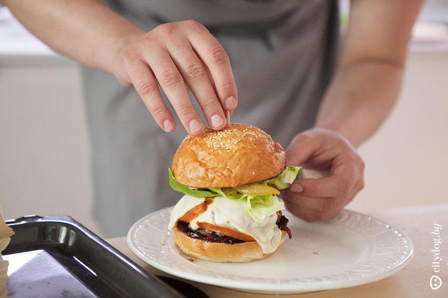 Готовка гамбургеров