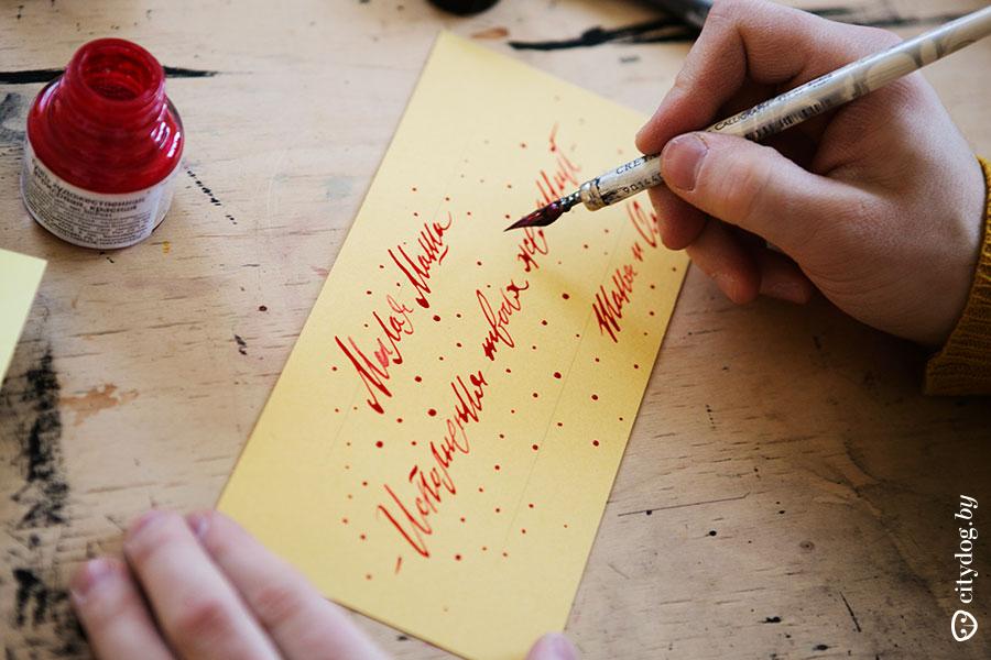 Одноклассниках, красиво подписывает открытку