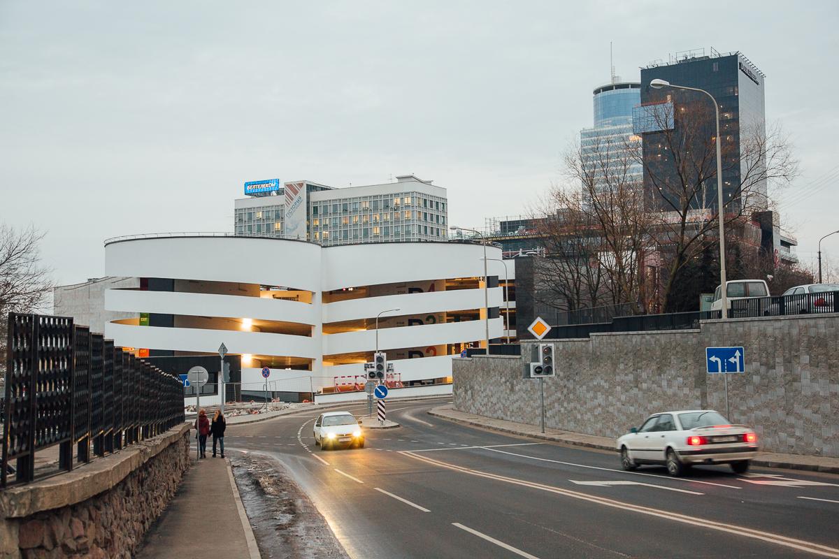 над знаком пешеходный переход установили