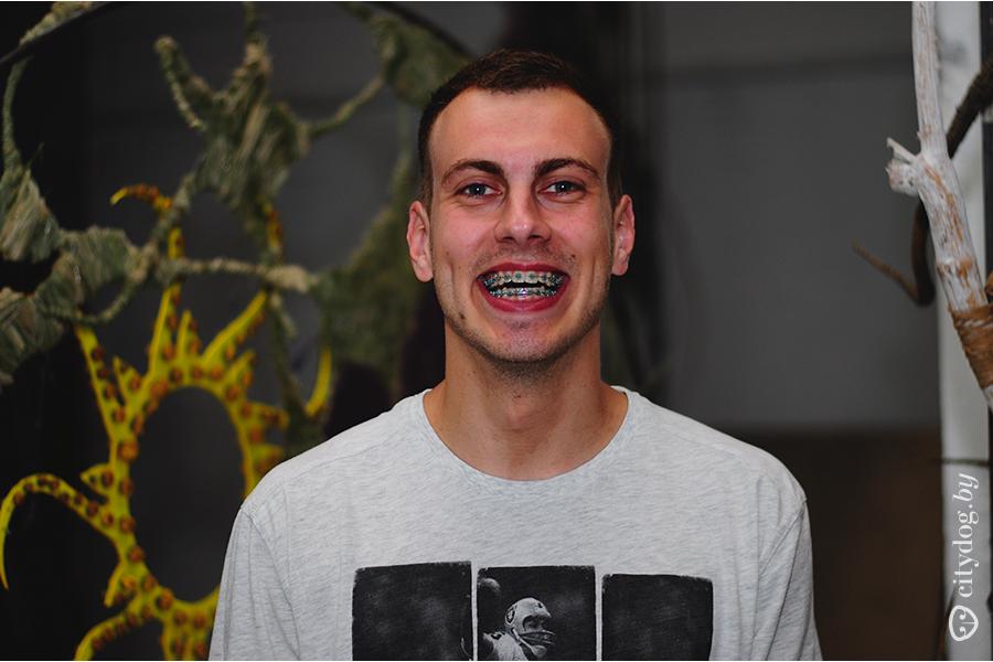 красивые люди с кривыми зубами
